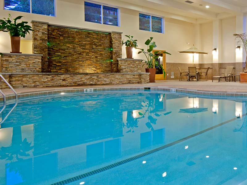 Holiday Inn Resort also offers an indoor pool.